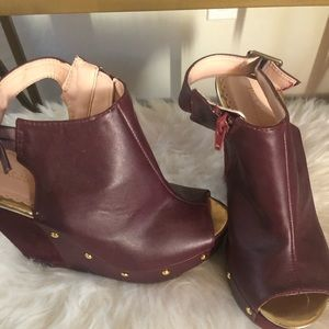 Burgundy wedges